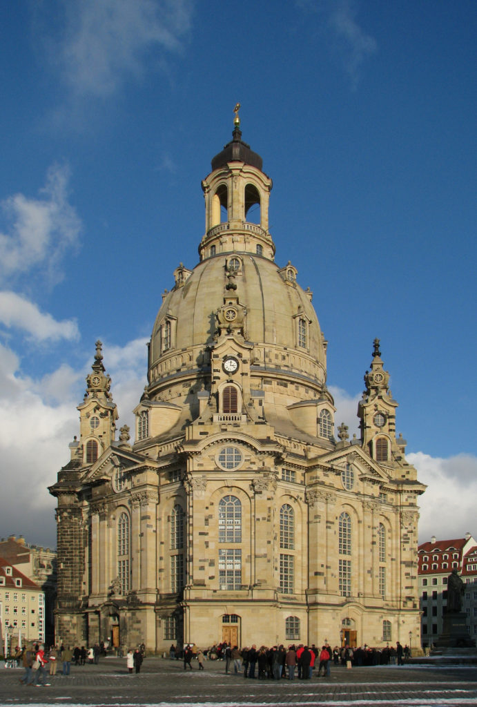 100130_150006_Dresden_Frauenkirche_winter_blue_sky-2